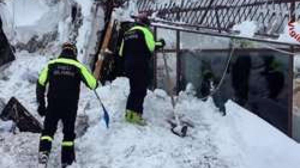 Hotel Rigopiano: estratti dai soccorritori tre bambini dopo le 7 persone individuate in mattinata