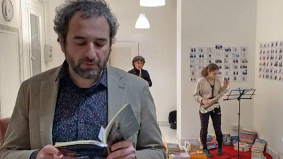 """""""Prima la musica, poi le parole"""", il sax di Mario Marzi in occasione del Libro Sospeso"""