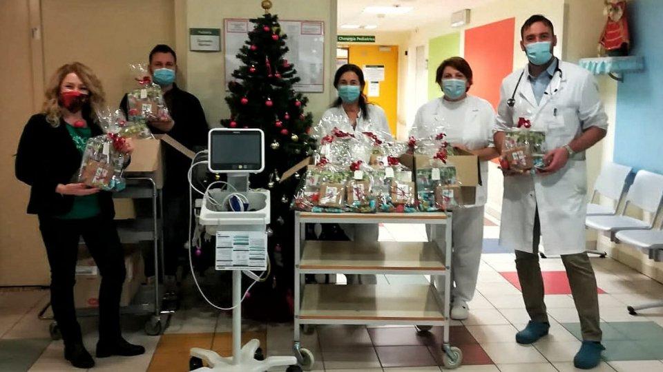 Dottor Clown Rimini dona regali e un monitor al reparto di Pediatria dell'Infermi