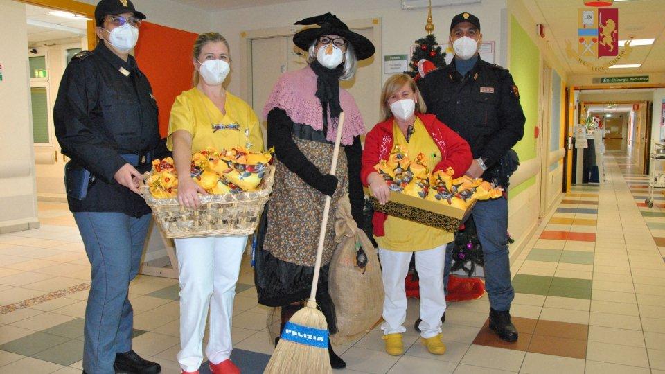 La Befana della Polizia di Stato fa visita ai bambini della Pediatria dell'Ospedale di Rimini