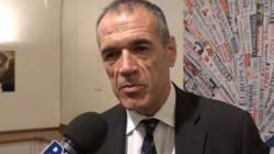"""Carlo CottarelliCarlo Cottarelli: """"Sbarco migranti sarebbe stata anche mia priorità"""""""