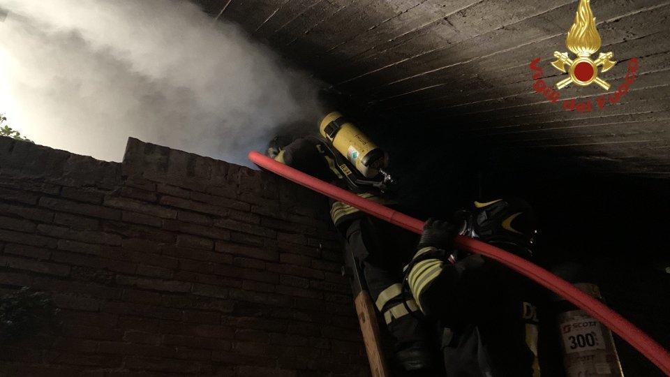 Rimini: incendio in un giaciglio di fortuna, intervengono i Vigili del fuoco