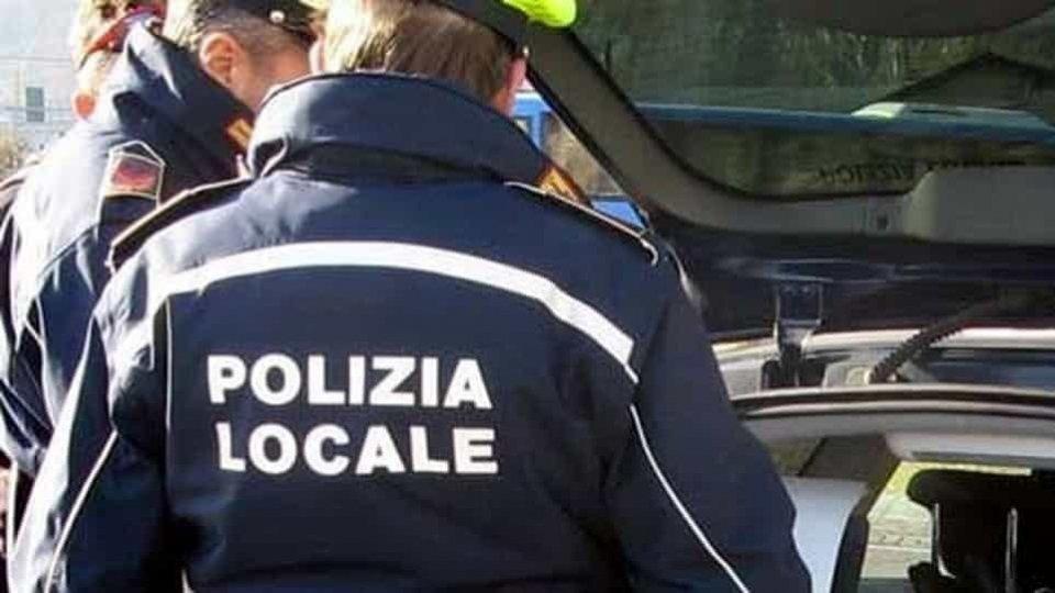 Bellaria: gruppo di ragazzi, nonostante avvertimento Polizia, restano vicini senza mascherina, multati