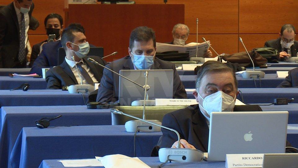 Opzione obbligatorietà per tutti i sanitari: larga condivisione nel dibattito in Consiglio