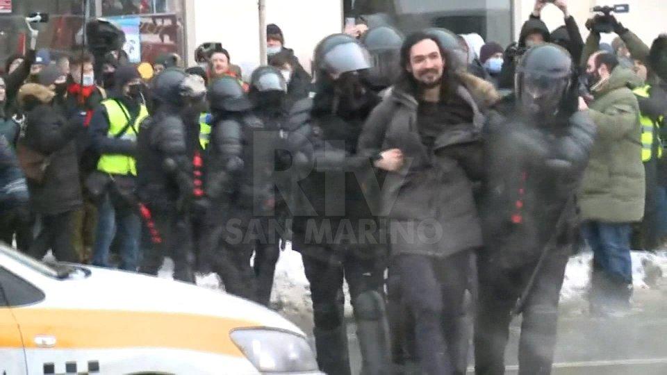 Russia: nuove proteste per Navalny. ONG parlano di oltre 4.000 fermi