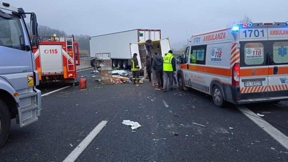 Foto: EnpaLe immagini dell'autostrada dopo lo scontro mortale
