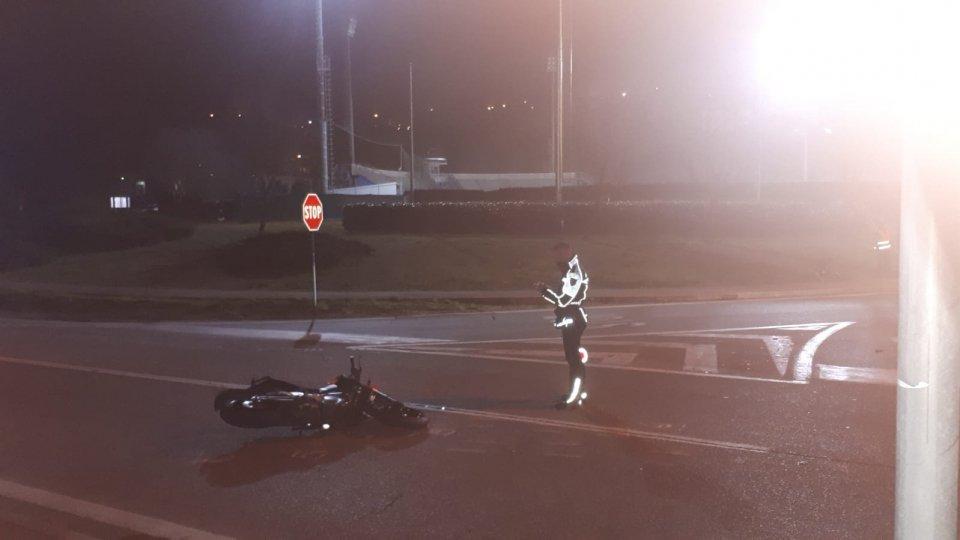 Incidente auto-moto a Serravalle, ferite non gravi per il giovane centauro