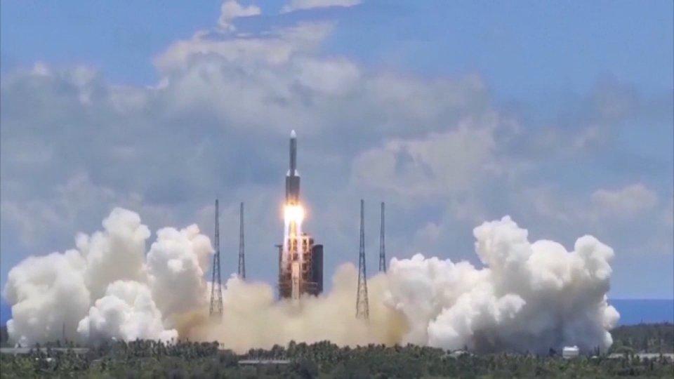 Emirati Arabi: la navicella Amal ha raggiunto l'orbita di Marte