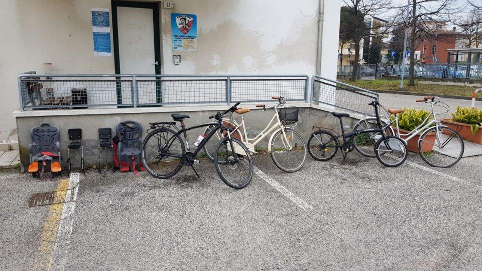 Polizia Locale scopre bici e accessori rubati in una abitazione di Rimini