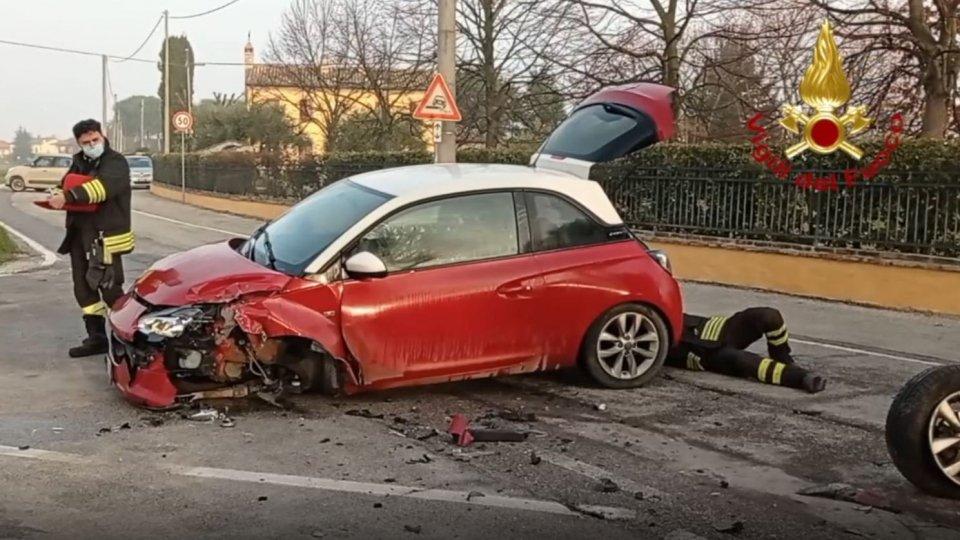 Santarcangelo: scontro tra due auto di cui una Gpl, intervengono i Vigili del Fuoco