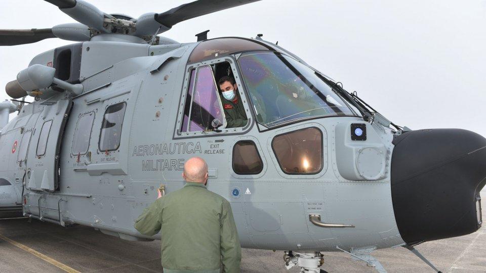 Covid: paziente trasportato in biocontenimento da elicottero aeronautica partito da Cervia