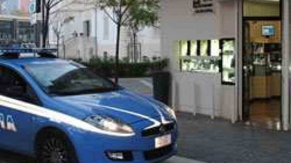 """Rimini: tenta la """"spaccata"""" in una gioielleria di Marina centro, arrestato 20 enne"""