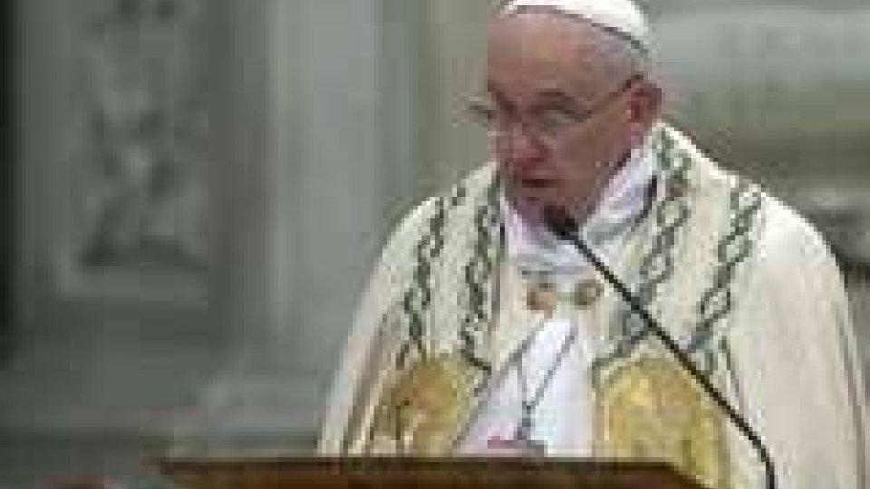 """Il Papa recita il """"Te Deum"""" e poi augura il buon anno a tutti"""