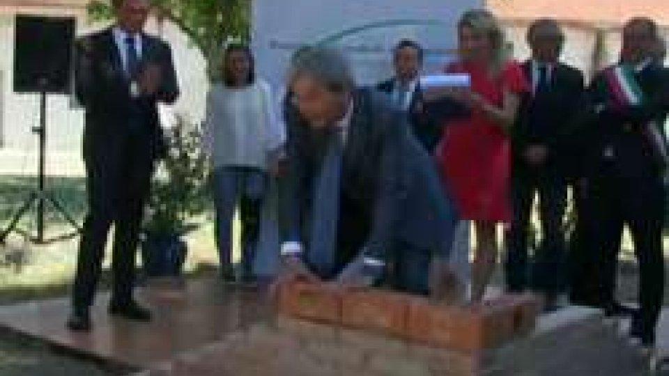 """Paolo Gentiloni posa la prima pietraPaolo Gentiloni a Pesaro: """"Questa è una città all'avanguardia"""""""