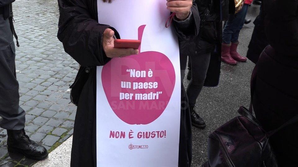Flashmob delle donne davanti al Mef: sono le più colpite dalla pandemia