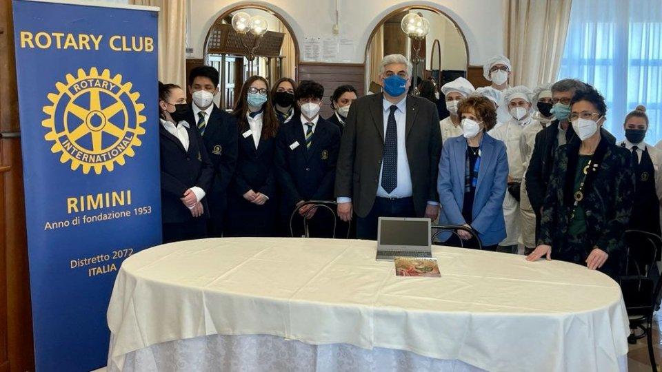 Rotary: 17 Chromebook alle famiglie degli studenti Malatesta e Alberti