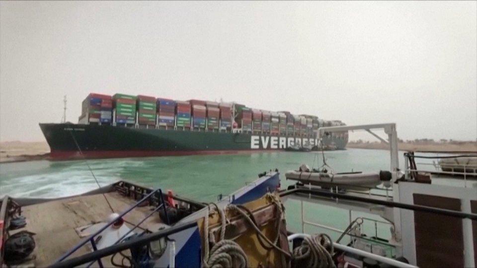 Nave incagliata a Suez: crisi non ancora risolta. Pesanti le ripercussioni economiche