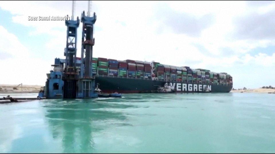 La nave incagliata (foto archivio)