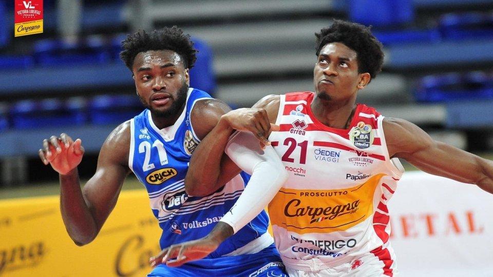 Basket: ancora un ko per la Carpegna Prosciutto, Treviso vince 97-89