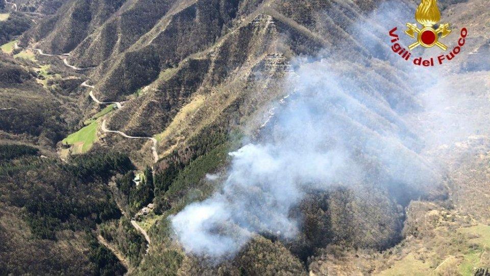 Vasto incendio nel forlivese, Pasquetta di lavoro per i Vigili del fuoco