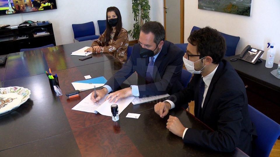 La firma dell'accordoNel video le interviste al Segretario Teodoro Lonfernini e al Presidente di The Market ProCo, Gabriele Cerminara