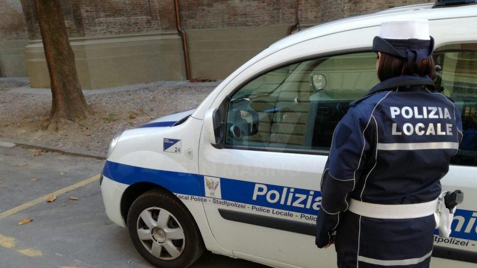 Insultati da un 26enne, gli agenti della Polizia Locale di Riccione devolvono il risarcimento allo Ior