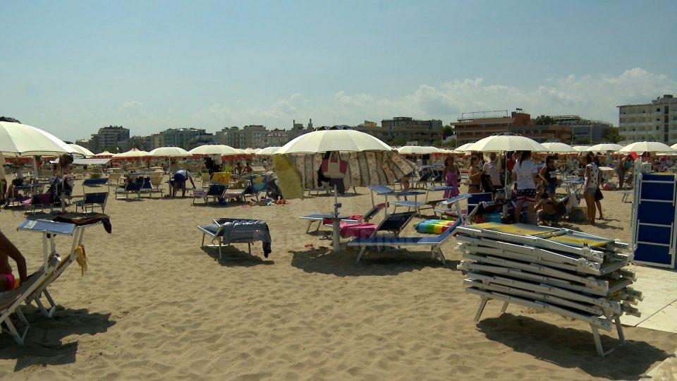 A Rimini dai 15 ai 18 metri quadrati per ombrellone, ok al delivery in spiaggia