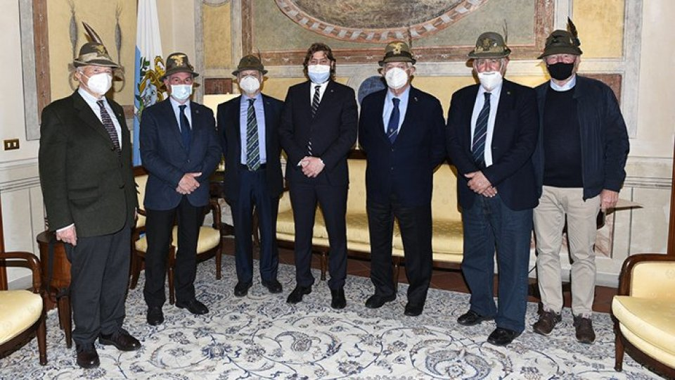 I vertici dell'associazione nazionale degli Alpini insigniti dell'Ordine equestre di Sant'Agata