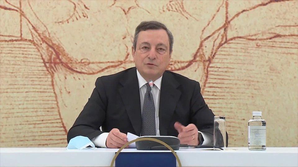 """Appello bilingue di Draghi: """"Venite in vacanza in Italia"""""""