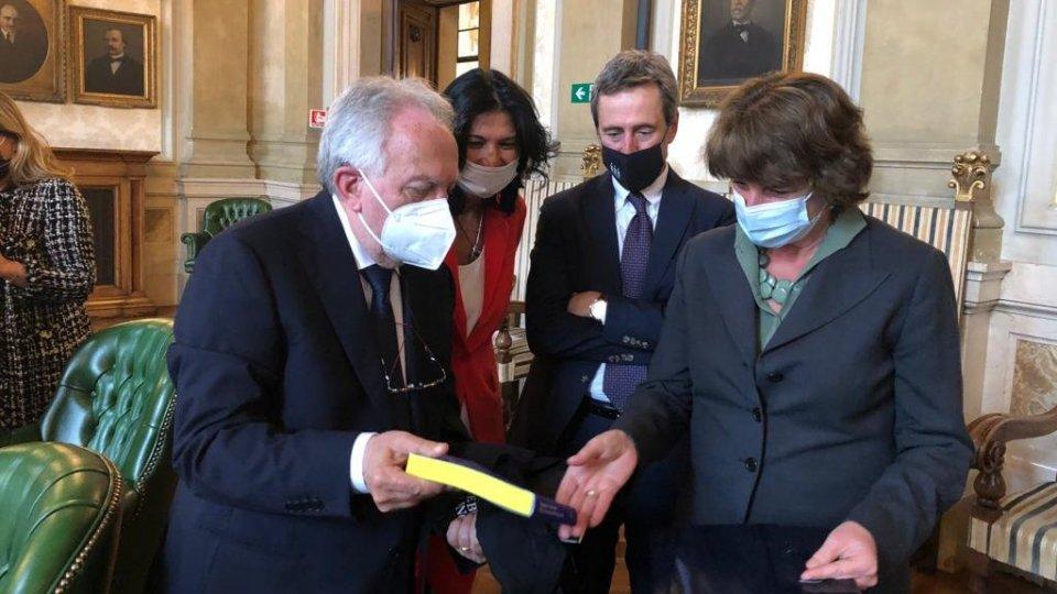 Il Segretario di Stato Andrea Belluzzi incontra il Ministro dell'Università e della Ricerca della Repubblica Italiana Maria Cristina Messa