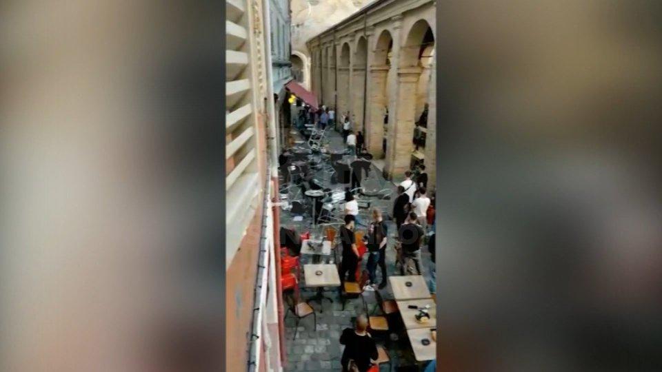Rimini: lanciati tavoli e sedie nei locali delle Cantinette