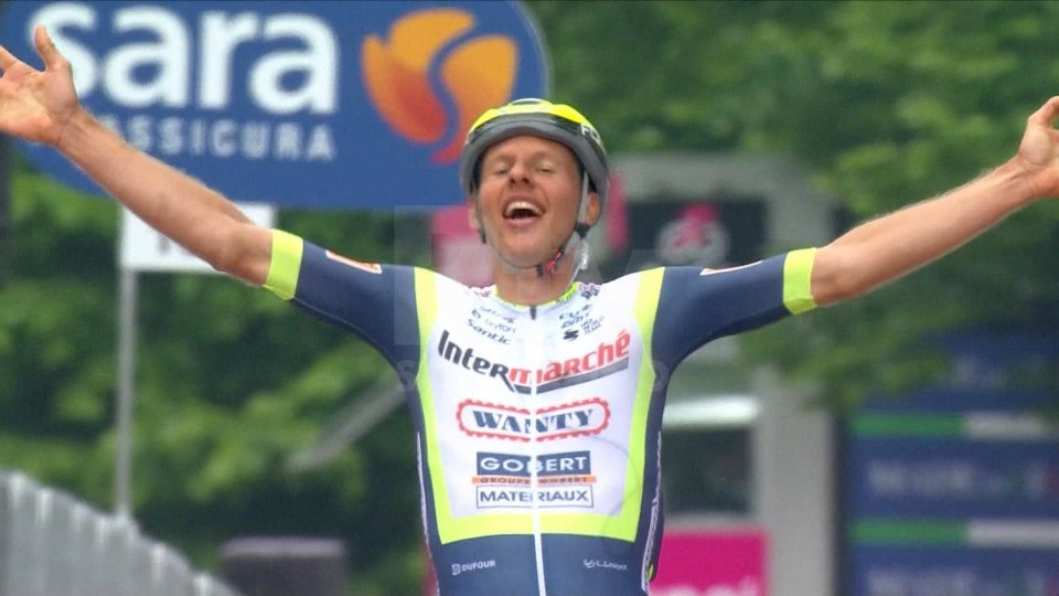 Van der Hoorn vince da solo, Ganna resta rosa