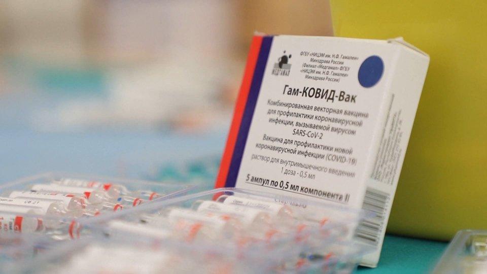 Covid: Italia decide su coprifuoco; dalla Russia, a 3,80 euro, il monodose Sputnik Light