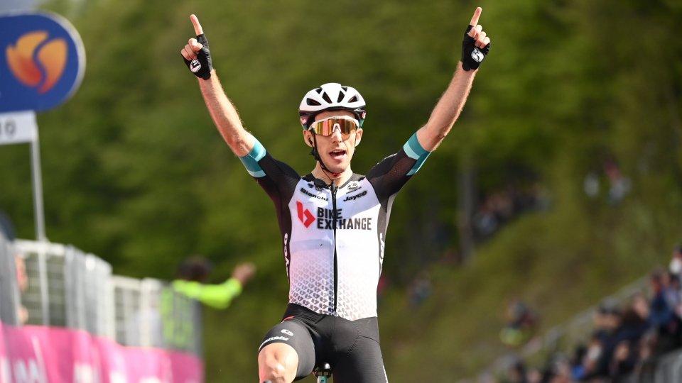 Yates vince sull'Alpe di Mera, Bernal conserva la Rosa