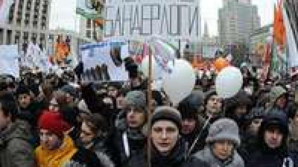 Manifestazioni a Mosca contro l'insediamento di Putin