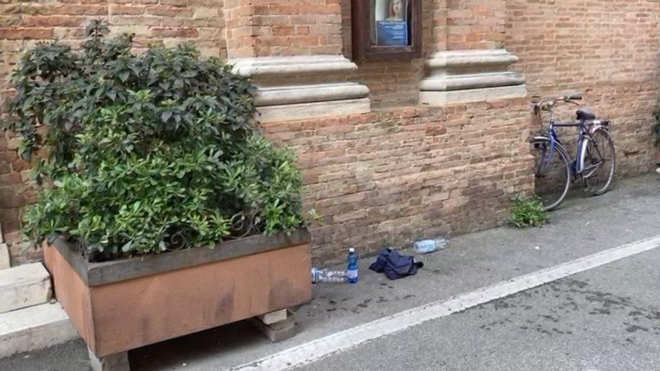 Rimini: si igienizza con alcol e accende sigaretta: senzatetto avvolto dalle fiamme