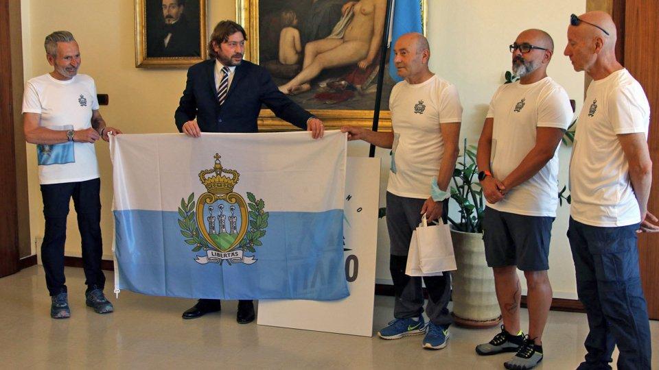 La consegna della bandieraNel video le interviste a Giovanni Francesco Ugolini e al segretario Pedini Amati