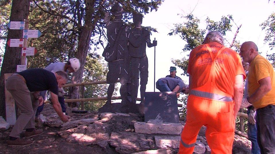 Associazione Nazionale Alpini: installato monumento nel sentiero della rupe