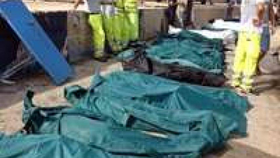 Lampedusa: il bilancio si aggrava di ora in oraLampedusa: il bilancio si aggrava di ora in ora