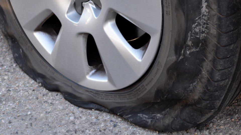 Rimini: arrestato 55enne che tagliava pneumatici