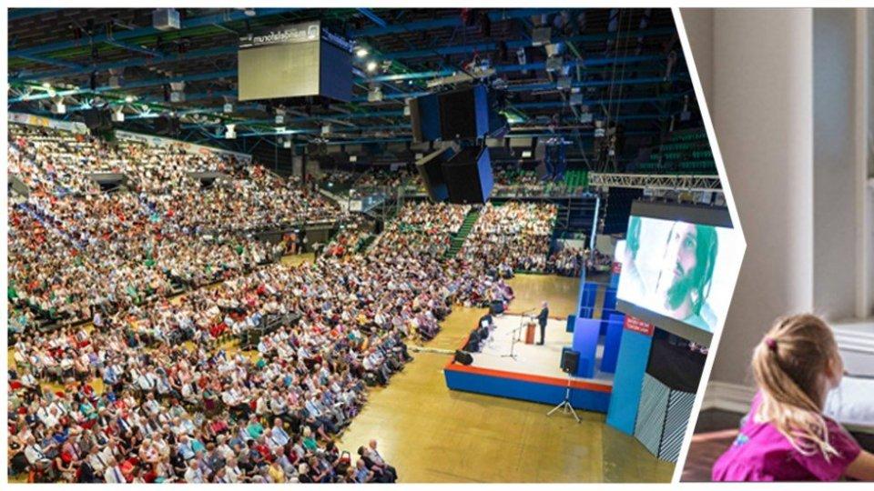 Uniti nella fede in tutto il mondo, congresso dei Testimoni di Geova. Collegati in 400 anche da San Marino
