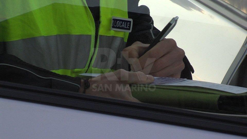 Rimini: Polizia Locale sanziona pallinari e identifica 25 persone in spiaggia