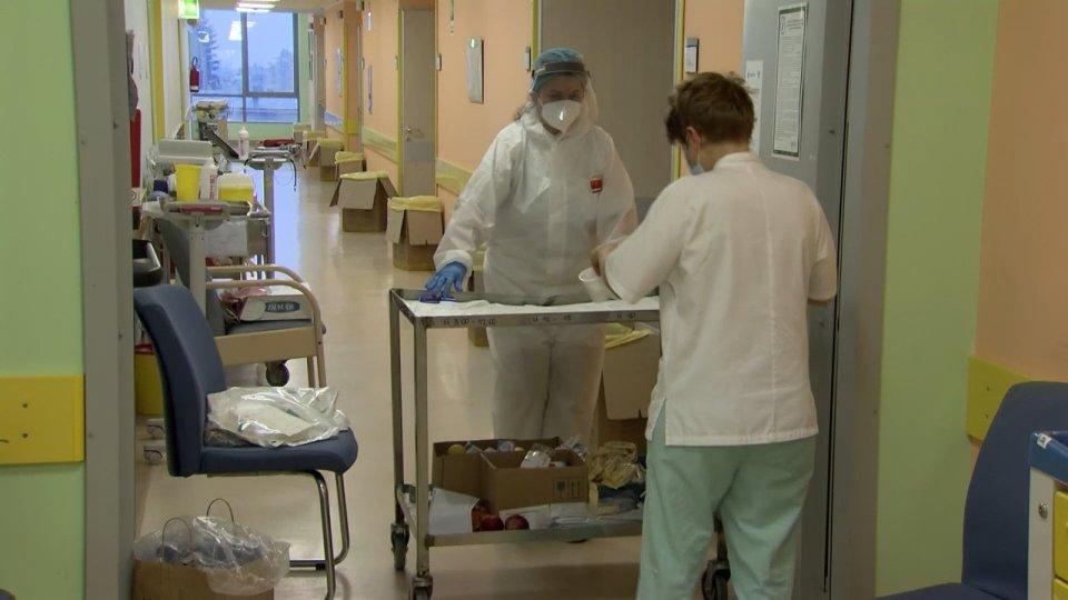 E-R: altri 468 casi e sei ricoveri in più. Stabile la terapia intensiva, nessun morto