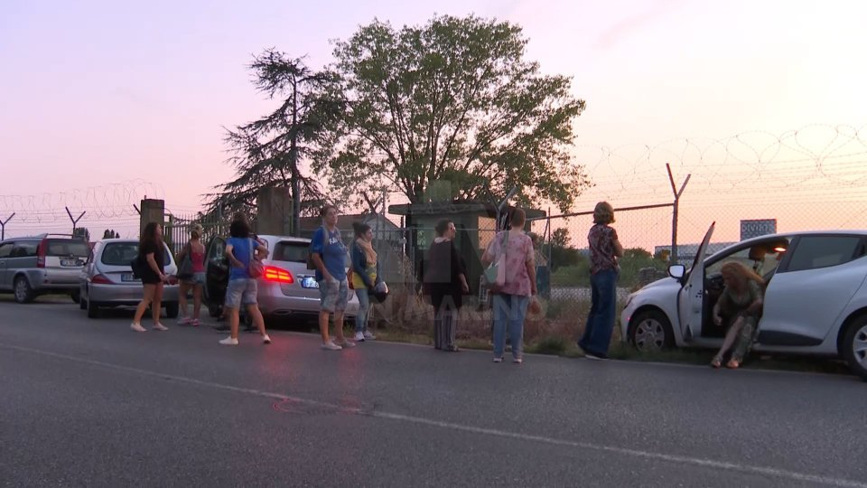 La protesta dei giorni scorsi davanti all'Aeroporto Fellini contro l'abbattimento dei caprioli