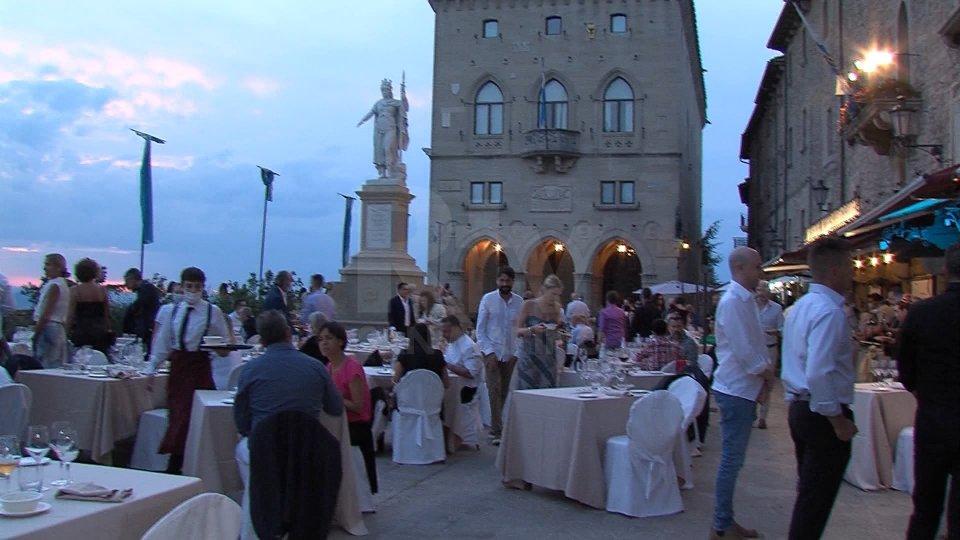 """""""A casa dei cuochi"""": cinque chef stellati in Piazza della Libertà"""