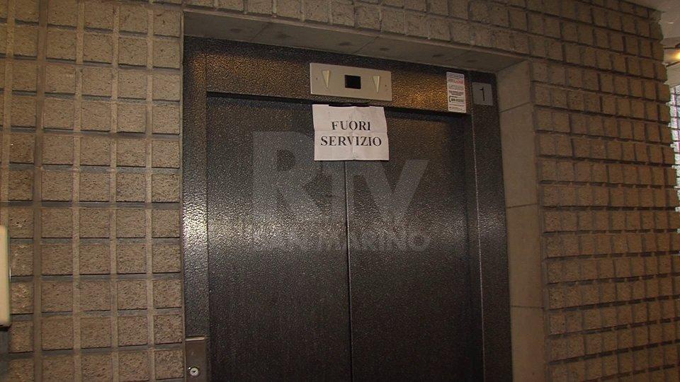Elevatore di Piazzale Calcigni ancora fuori uso