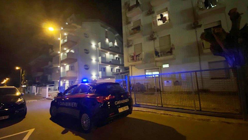 I Carabinieri all'esterno della struttura il 7 agosto