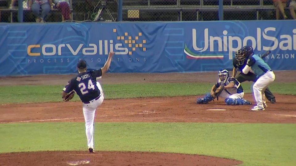 Il lancio di Tiago Da Silva che vale il terzo strike e la terza eliminazione