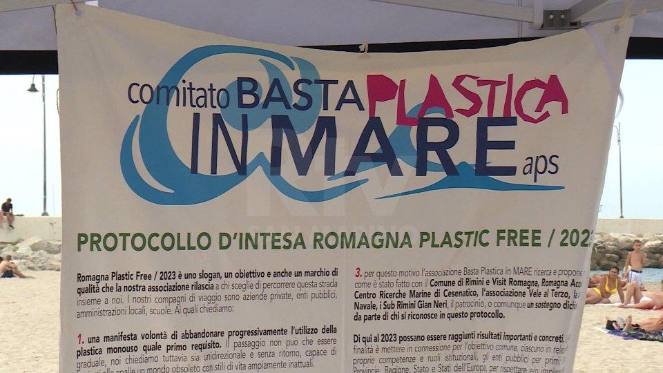 Flashmob di Ferragosto in Riviera contro la plastica in mare