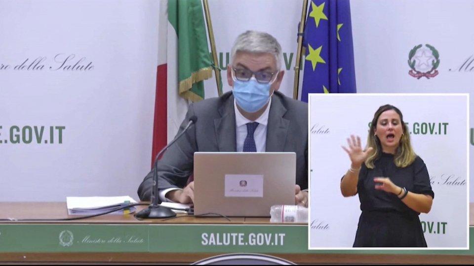 """Covid: 7049 nuovi contagi in Italia. L'Istituto Superiore di Sanità: """"Vaccini proteggono dai ricoveri nel 95% dei casi"""""""